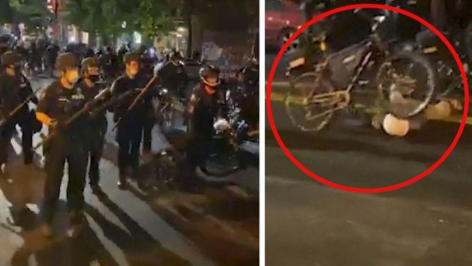 Agent rijdt met fiets over hoofd van betoger