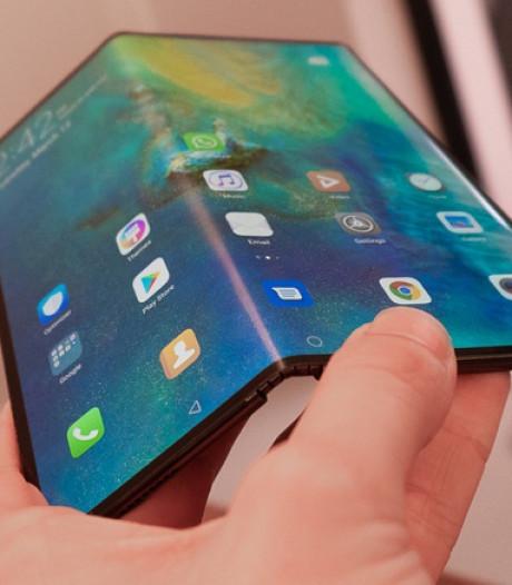 Scherm van vouwbare telefoon repareren? Dat wordt dan 900 euro, alstublieft