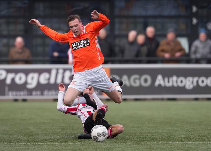 Thom Berendsen scoorde een hattrick voor Longa'30 in de burenruzie tegen Grol