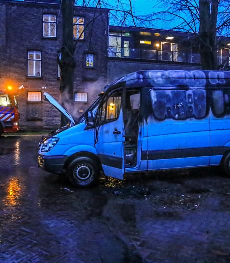 Bestelbus uitgebrand in Molenstraat in Helmond