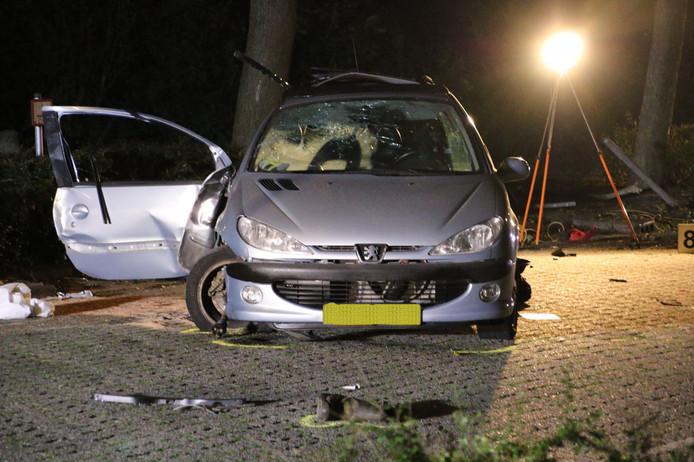 Bij het verkeersdrama  kwamen drie jongens (een van 15 en twee van 16 jaar) om het leven.