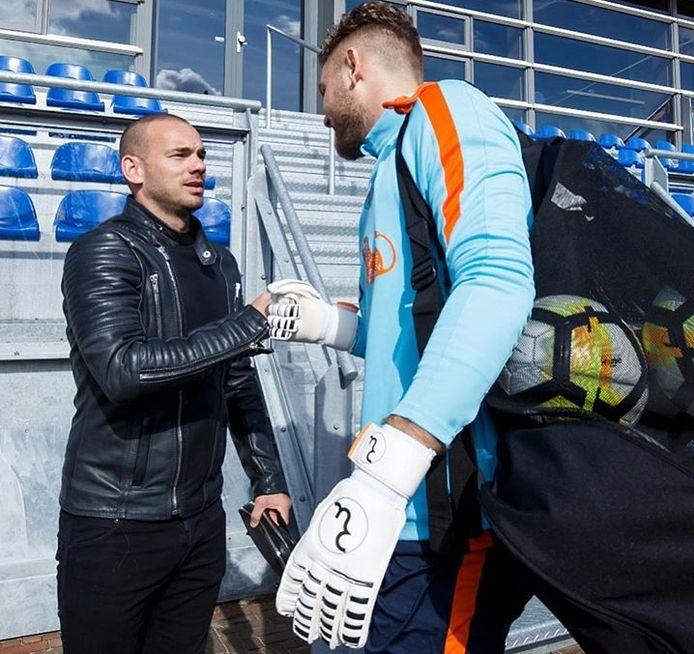 Jeroen Zoet begroet Wesley Sneijder.