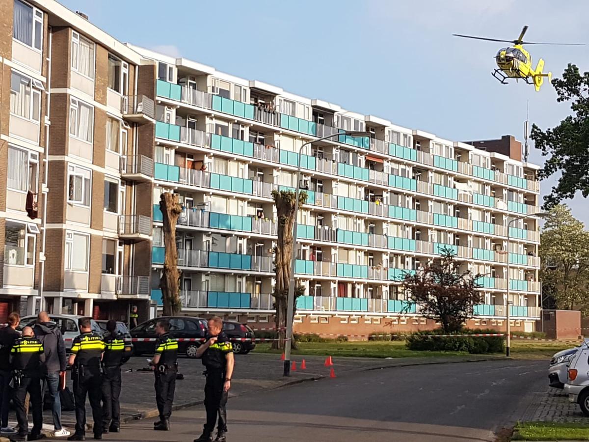 Bij een steekpartij in de Klaverweide in Breda is donderdagavond een 42-jarige vrouw om het leven gekomen.
