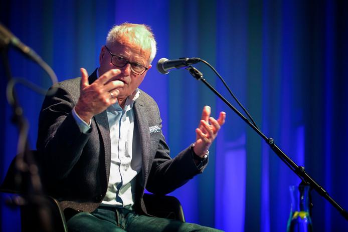 Oud-voetbaltrainer Foppe de Haan vertelde zondag honderduit over zijn carrière in theater Het Speelhuis in Helmond.