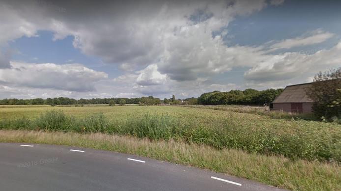Op dit terrein aan de Doelenweg, vlak naast de golfbaan, willen Fons Braks en Henk van Tiel een nieuw recreatiegebied realiseren.
