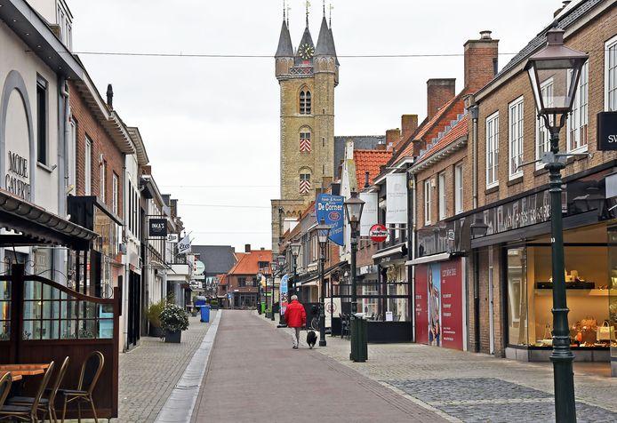 De binnenstad van Sluis is nagenoeg uitgestorven.