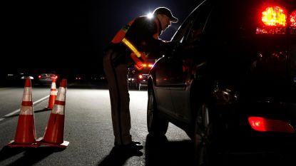 Agent houdt automobilistes tegen om afspraakjes te versieren