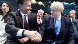 """Rivaal Hunt strooit met complimenten naar Johnson: """"Je zal een geweldige eerste minister zijn"""""""