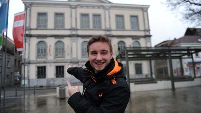 Levensverhaal. Wonderkind, jongste kieskandidaat, CEO van eigen IT-bedrijfje: Maikel (18) perste alles uit zijn korte leven