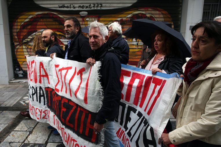 Demonstranten betogen in Athene tegen gedwongen huizenveilingen. Beeld EPA