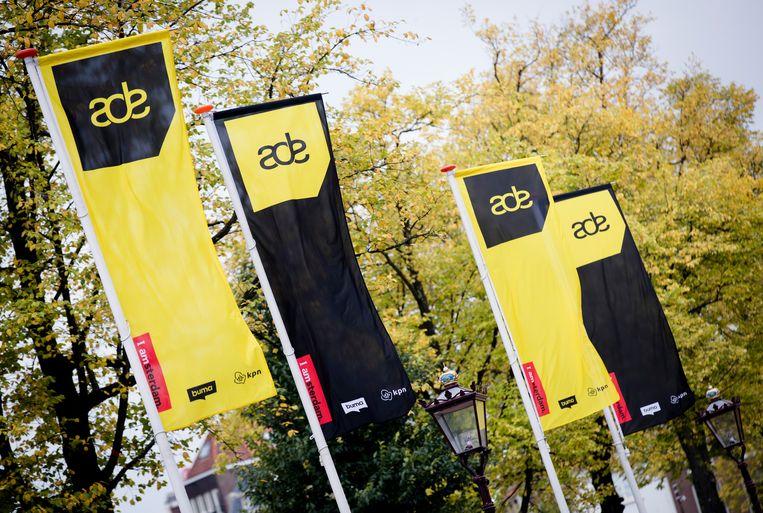 ADE-vlaggen op het Rembrandtplein.  Beeld Hollandse Hoogte /  ANP