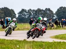 Opluchting bij jubileumeditie motorrace op legendarische Luttenbergring: 'Had geen twee weken later moeten zijn'