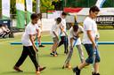 Le hockey est l'une des disciplines auxquelles peuvent participer les enfants.