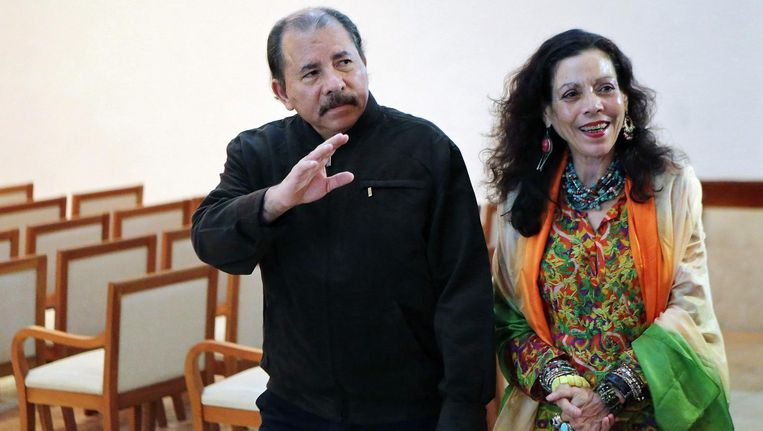President Daniel Ortega met zijn vrouw Rosario Murillo. Beeld afp