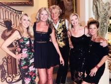 Rod Stewart poseert met vrouw en drie exen