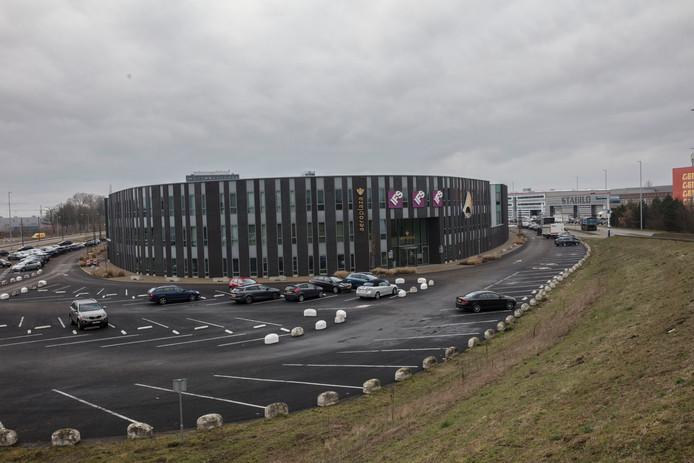 ASML huurde vorig jaar extra ruimte op Flight Forum in een kantorengebouw waar ook Atos is gevestigd.