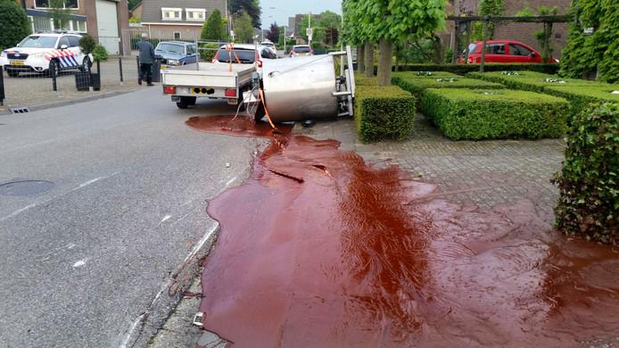 Vijfhonderd kilo chocolade over straat gestroomd in Hoeven