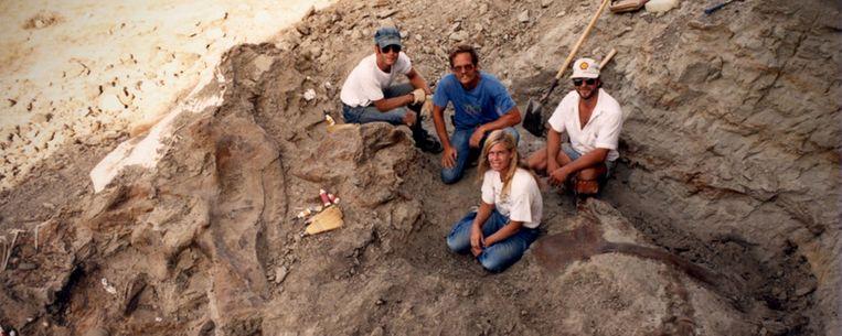 Deze euforische paleontologen, belanden in een conflict over de vraag wie de eigenaar is van Tyrannosaurus rex-skelet. Beeld Statement Pictures