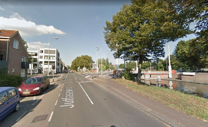 Het ongeval vond plaats op de Jutfaseweg ter hoogte van de Socratesbrug.
