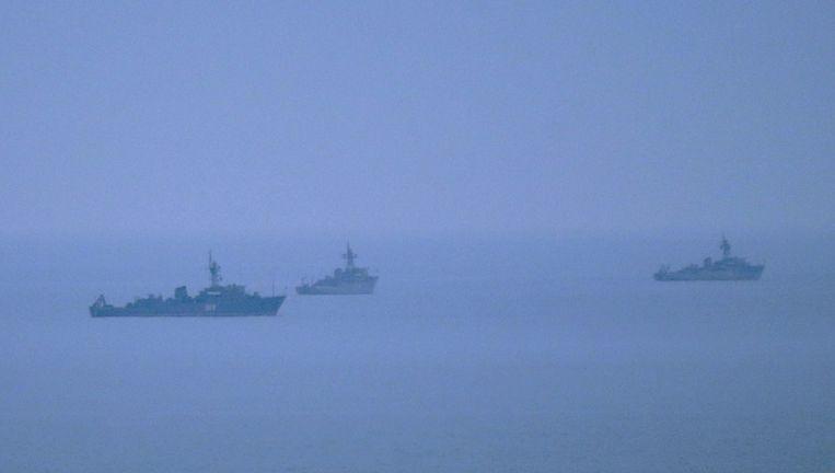 Ongeïdentificeerde schepen voor de kust van Sebastopol, uitvalsbasis van de Zwarte Zeevloot van Rusland. Beeld epa