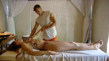 Dit zag je niet op tv: 'Temptation'-verleider Jietse smeert gezichtscrème op Demi's armen