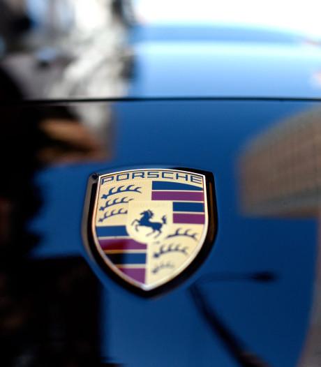 Porsche-bestuurder scheurt met meer dan 200 km/u over A6 bij Lelystad, rijbewijs kwijt