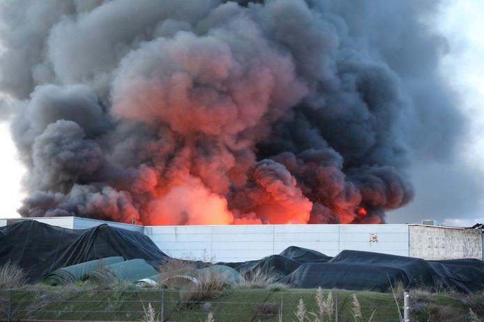 Grote brand bij Tuf Recycling in Dongen