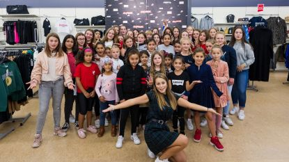 TikTok-ster Steffi Mercie uit de bol met haar fans in kledingzaak Bristol