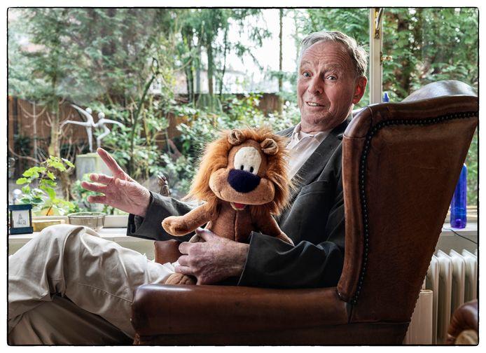 Chris Smeekes, oud-directeur van de STER, met Loeki