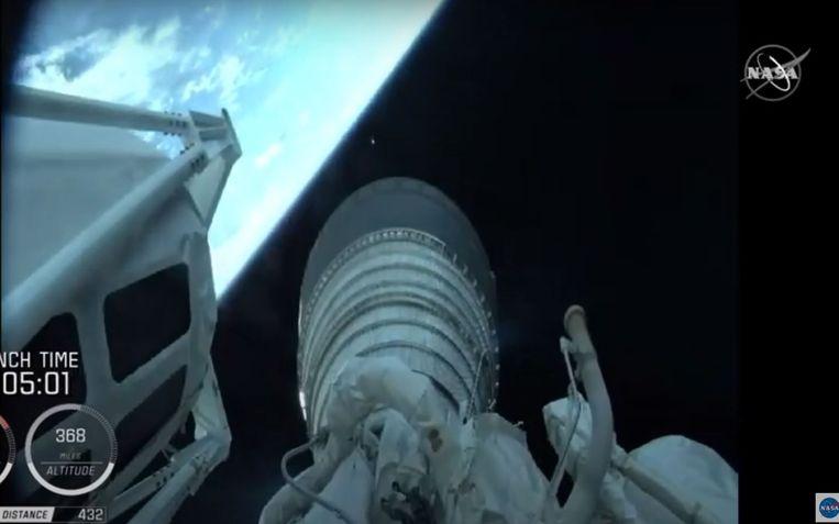 Op livebeelden van NASA volgden tienduizenden kijkers over de hele wereld de reis van de raket vanaf de aarde tot in het donker van de ruimte.  Beeld AFP