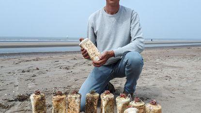 Opmerkelijke strandvondst: 15 flessen motorolie uit 1966