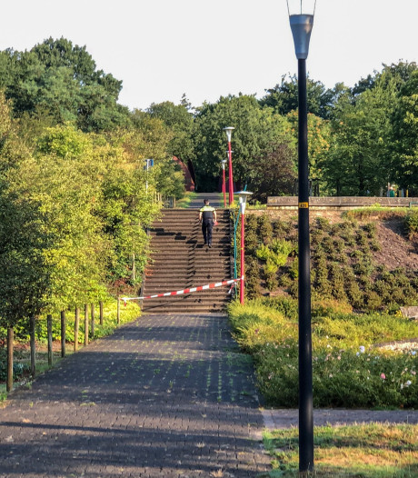Fietser (22) in kritieke toestand na val van trap in Rozendaal