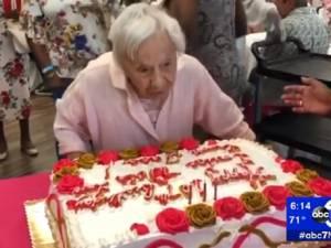 """À 107 ans, elle dévoile son secret de longévité: """"Je ne me suis jamais mariée"""""""
