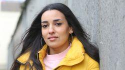 """Serine Ayari uit 'De Luizenmoeder' is geen traditionele moslima: """"Al meermaals met de dood bedreigd omdat ik zeg dat ik alcohol drink"""""""