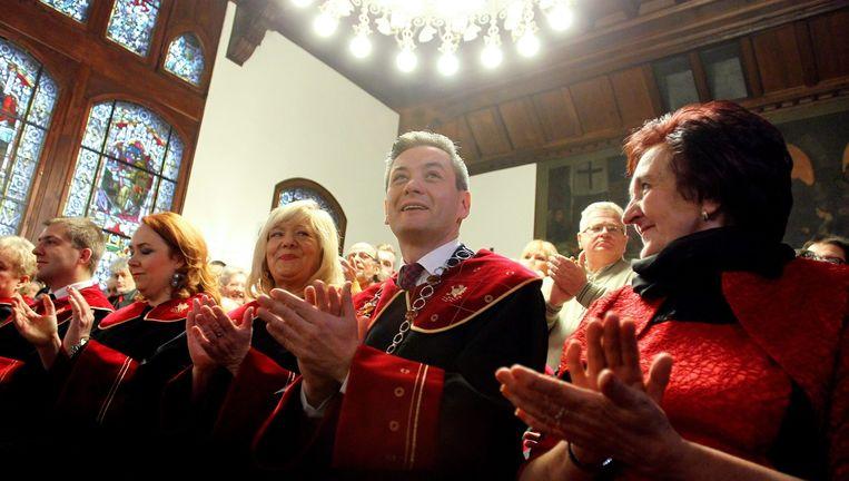 Robert Biedron tijdens zijn beëdiging tot burgemeester op 6 december 2014 in het gemeentehuis in Slupsk. Beeld epa