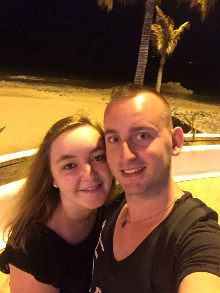 Maik Hillebrand met zijn vriendin. Beeld null