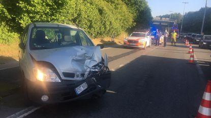 Chauffeur knalt in de 'put' op R8 in Bissegem op voorliggers