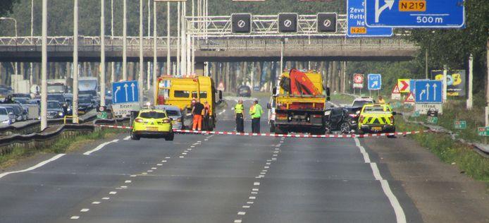 De automobilist reed over de A20 en negeerde een waarschuwingslampje: met grote gevolgen.