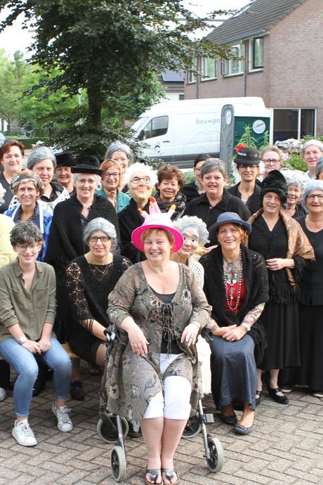 Vijftig Sara's verrassen moeder aller moeders uit Oerle