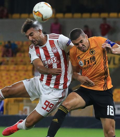Wolves dankzij benutte penalty Jiménez naar laatste acht