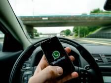 287 boetes bij controle voor appen, bellen en... pokeren achter het stuur