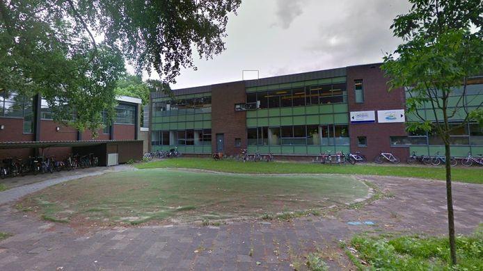De Gelinckschool in Schiedam, een basisschool voor speciaal onderwijs, gaat dicht nu er bij een tweede medewerker het coronavirus is vastgesteld.