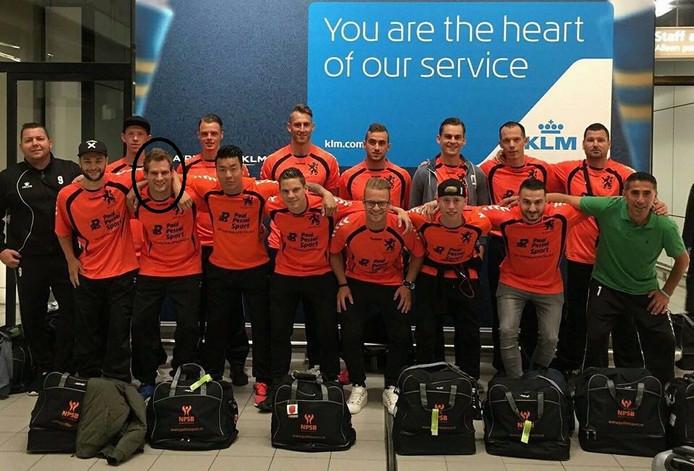 Het Nederlands team voor politie- en brandweermannen met - omcirkeld - Rick Olde Olthof. Foto: eigen foto