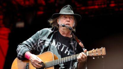 """Neil Young haalt opnieuw uit naar Trump: """"Stop met mijn muziek te gebruiken"""""""