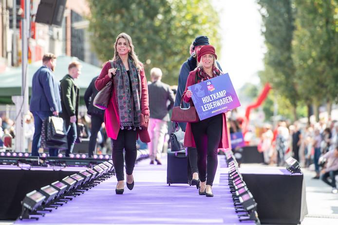 HENGELO - Modespektakel in de Hengelose binnenstad. EDITIE: HENGELO FOTO: Lars Smook LS20180909