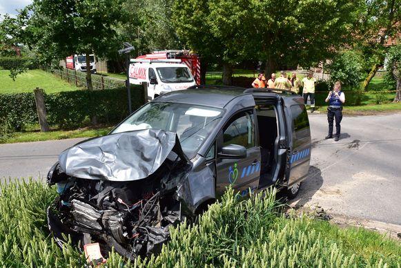 Ook de Volkswagen Caddy liep zware schade op.