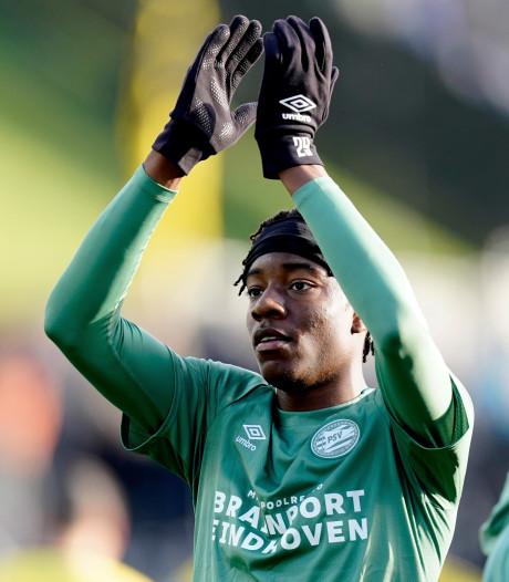 Madueke debuteert bij PSV onbevangen en goed: 'Hij blijft bij de groep'