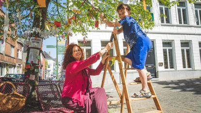 """Gentse buurt hangt dromen op in wensboom: """"Belangrijk dat mensen zich in deze tijden met elkaar verbonden voelen"""""""