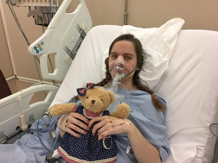 Josephine Rees in het ziekenhuis in Bangkok, Thailand.