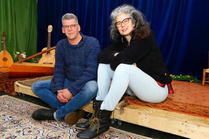 Helga Buitelaar en Johan van Drunen hebben een podium aan huis. ,,Het is hier altijd de zoete inval.''